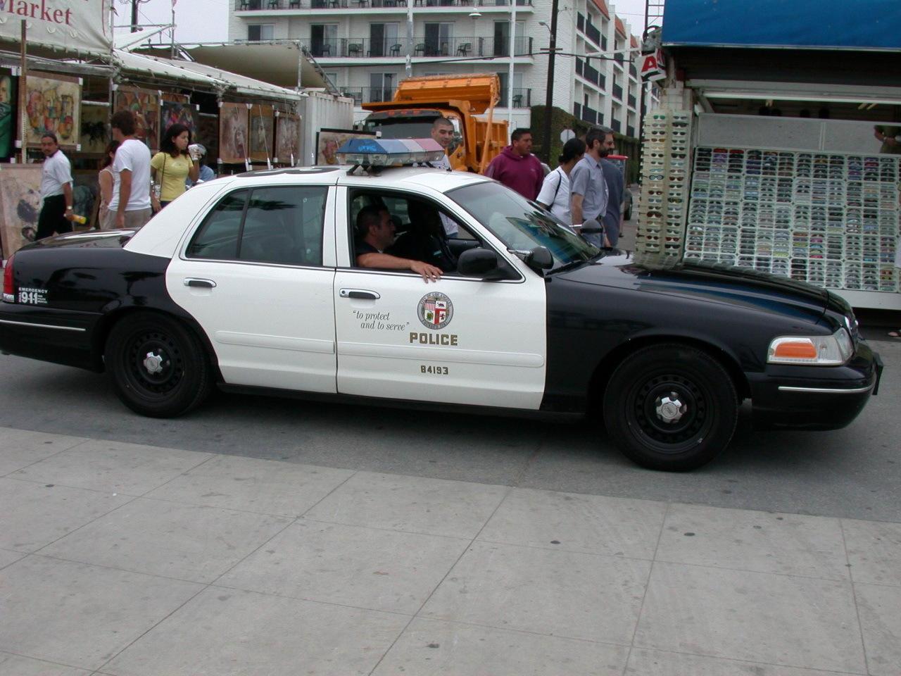 LAPD_Police_Car.jpg - 347.12 kB