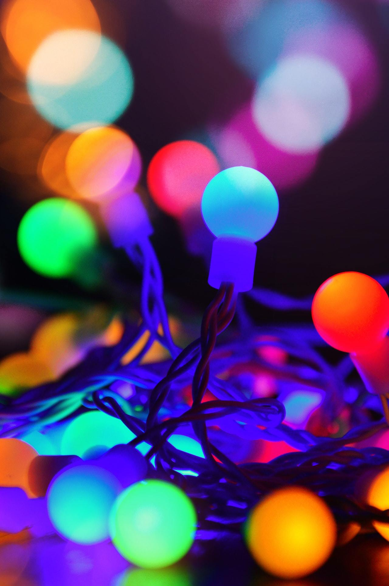 christmas-lights-1400136_med.jpg - 156.68 kB