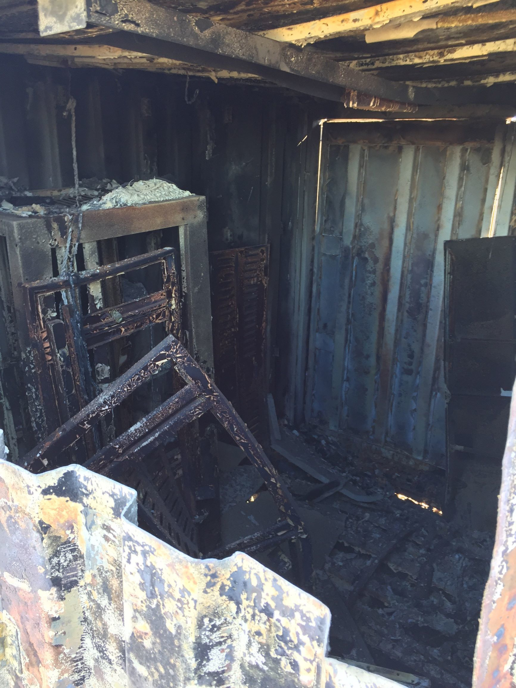 inside_91.1_transmitter_building_after_the_fire_11-2019_L.jpg - 508.21 kB