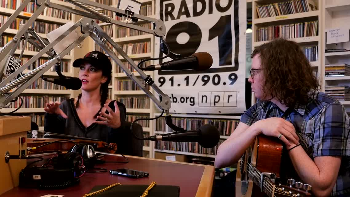 Amanda Shires Full Interview 15 Nov 2016